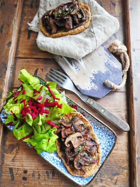 Tartelette rustique aux champignons et oignons rouges ( Vegan )