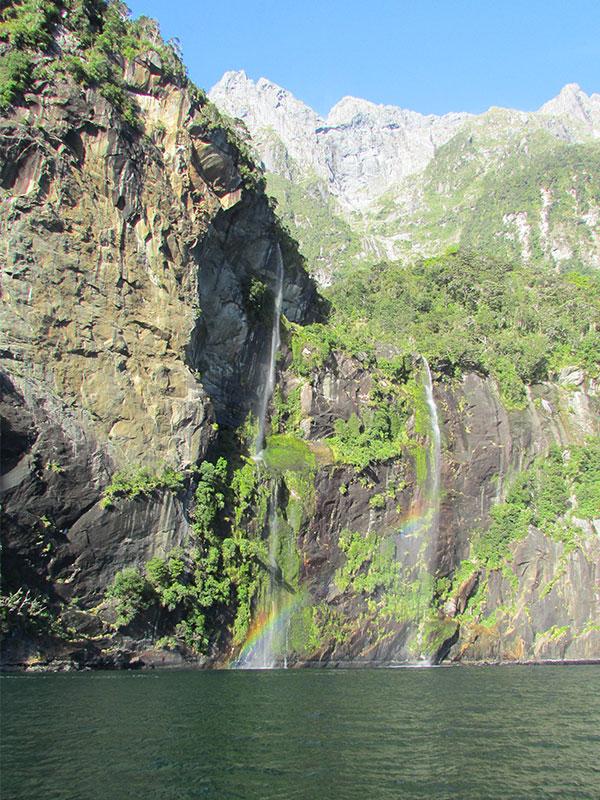 cascada en fiordo