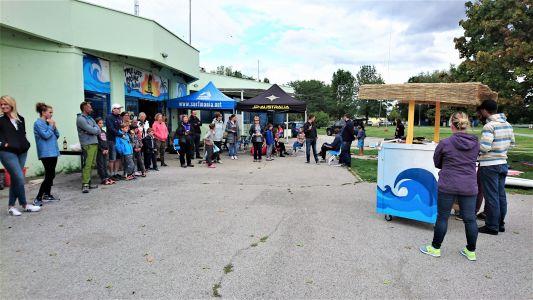 Publika na proglašenju ispred KJD Zagreb