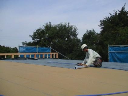 屋根下葺き材のルーフィング施工