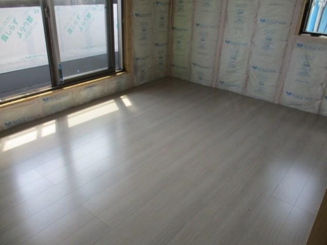 1部屋床材が貼れました!
