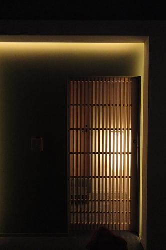 ホテルカンラ京都格子戸の入口