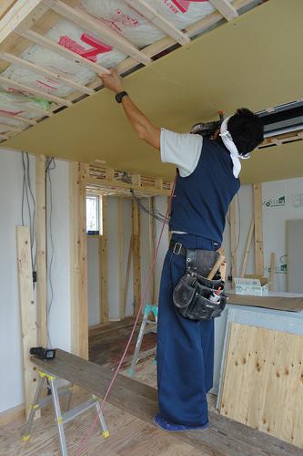 天井プラスターボード施工中