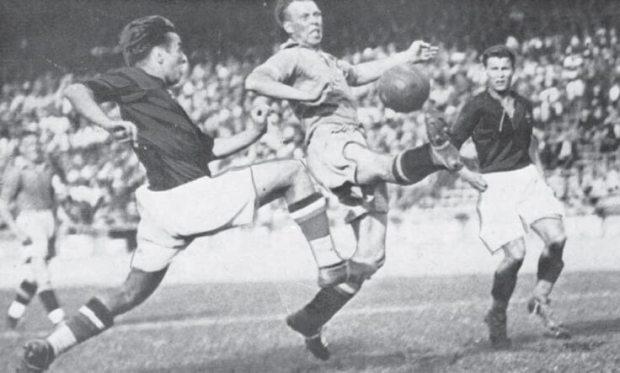 Pillanatkép az 1938-as világbajnoki elődöntőről, Magyarország-Svédország 5-1.