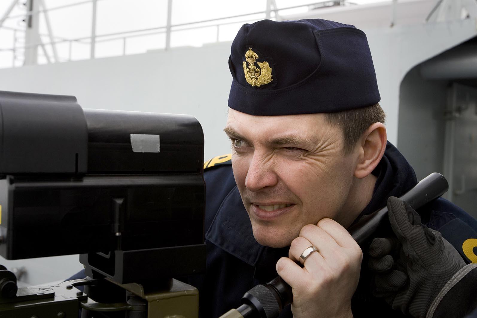 En akademisk officersutbildning syftar till att göra officerarna och våra stridskrafter så farliga för fienden som möjligt. Foto: Marcus Olsson, cCombat Camera, Försvarsmakten.