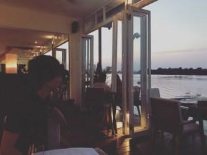 サイゴン川のほとりある「DECK」で食事