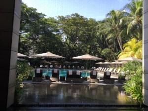 プールで泳ぎ、ランチはビュッフェ。真夏の12月@リッツシンガポール