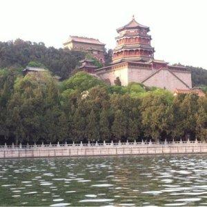 雄大な山々に囲まれ悠久の歴史漂う世界遺産の庭園