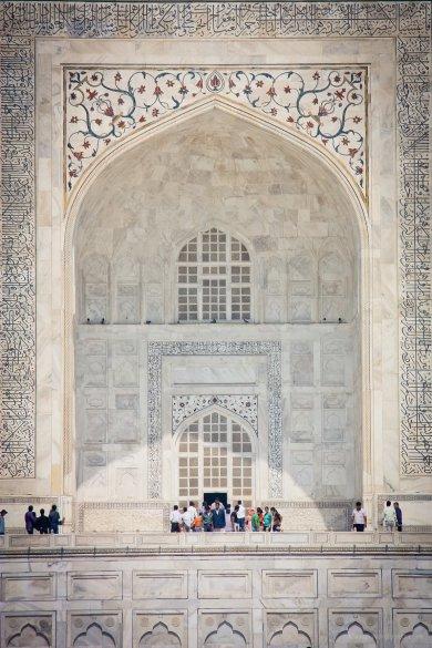 Das Eingangstor des Mausoleums Taj Mahal, Agra