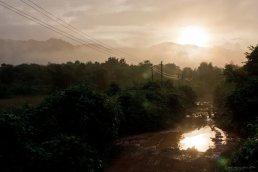 Sonnenaufgang - Fruh morgens etwas au?erhalb von Vang Vieng