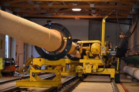 Die Maschine kann Hölzer bis zu einer Länge von 40 Metern bearbeiten.