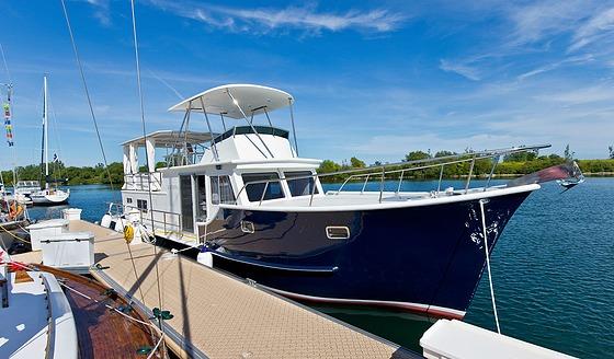 katerina houseboat bow