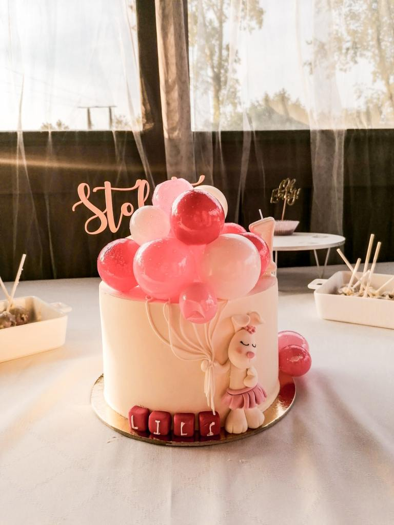 Tort na roczek. Tort na roczek dla dziewczynki. Baloon cake. Jak zorganizować roczek dla dziewczynki? Jak zorganizować roczek?