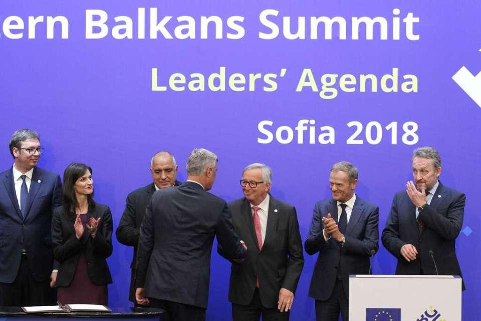 xhvbvmbnmmnmzbxcnb Presidenti Thaçi firmos marrëveshjet me liderët e Ballkanit Perëndimor në Samitin e BE-së (FOTO)