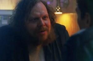 Ólafur Darri Ólafsson í hlutverki sínu í True Detective. Á móti honum situr Matthew McConaughey.