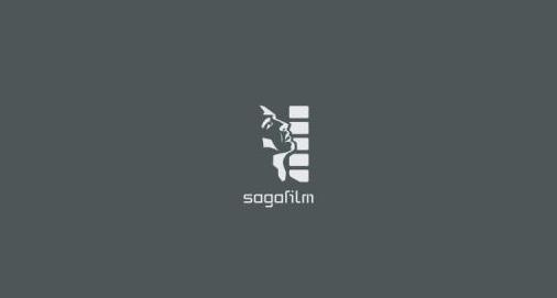 sagafilm-logo-grár-grunnur