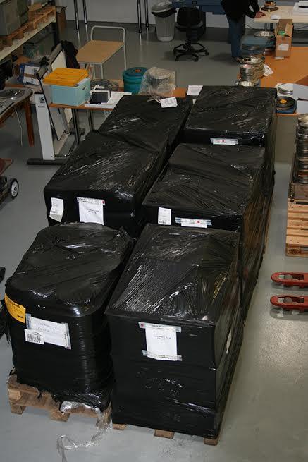 6 bretti með frumefni 12 kvikmynda sem voru fastar í laboratoríum í London.