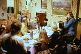 Upptökur á Undir sama þaki 1976. Róbert Arnfinnsson og Steindór ræðast við.