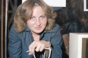 Ragnheiður Harvey förðunarmeistari við tökur á Silfurtunglinu 1976.