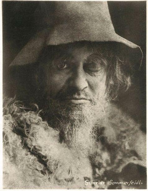Gunnar Sommerfeldt leikstjóri fór einnig með hlutverk Gests eineygða.