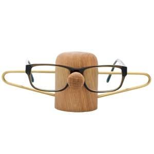 NOSEY – Brilleholder i egetræ fra dot aarhus