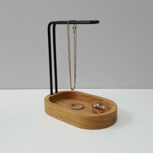 dot aarhus HANG ON smykkeholder egetræ / BLACK