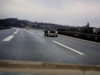 Unterwegs auf der Autobahn in Deutschland in den 1980er Jahren, 2 Käfer mit Typ 4 Motor, der Klaus-Käfer fährt vorne voraus, hinterher fährt ein 1303 mit Kamei-Spoiler.