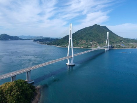 Part of the Shimanami Kaido, it connects Omishima and Ikuchi
