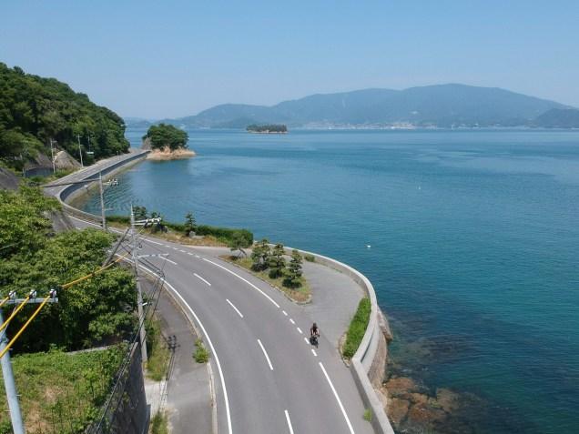 Quiet riding along the coastal road on Kami-kamagari Island