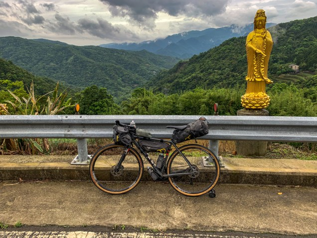 """The last big stamina test on the steep Route 106乙, dubbed the """"Buddha Road"""", leading me back into the Greater Taipei Area."""