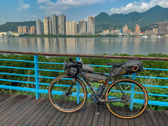 Departing from the Tamsui District in New Taipei City, on well-marked bicycle paths along the Tamsui river