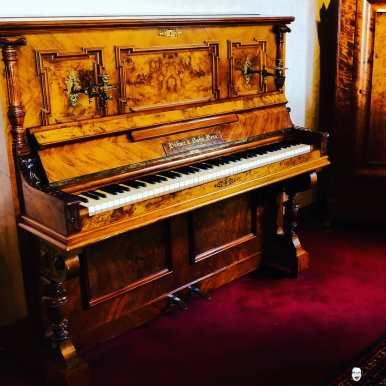Böhme und Sohn | Gera 1911 . . . . . #instapiano #pianolover #pianopiano #pianokeys #pianos #pianogram #pianoman #pianomusic #pianoplayer #pianolove #music #pianist #piano#pianoforte #piano #music #klavierspielen #klavierunterricht #klavierstück #pianocover #musik #pianomusic #klavierkonzert #klavierkunst #musician #klaviernoten #klavierüben #klaviermusikzumträumen #klavierabend #pianolessons #pianolove