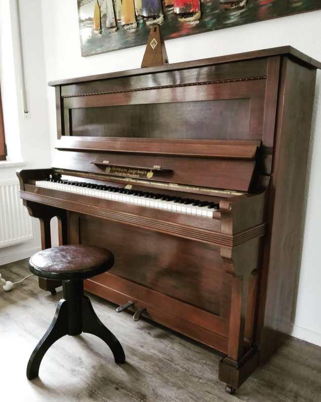 WOW?? i love this good lookin piano! Hermann, Sangerhaufen|Germany from about 1911 . . . . . #handwerk #pianoservice #pianotuner #klavierwerkstatt #klavierstimmer #werkstatt #pianotech #klavier #klavierbau #klavierbauer #handwerk #pianoservice #pianotech#misterpiano #invention #oldbutgold #old #new #piano #pianolover #pianoservicenordwest #piandoo