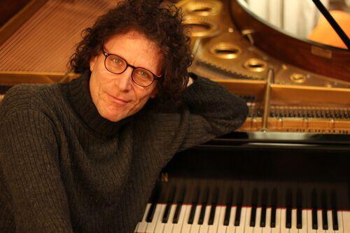 Foto von Markus Himmelreich, dem erfahrenen Klavierlehrer der Klavierstunde, dem Klavierunterricht in München-Schwabing