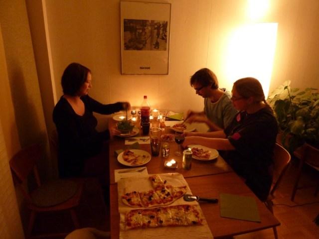 Äntligen lite mat på bordet