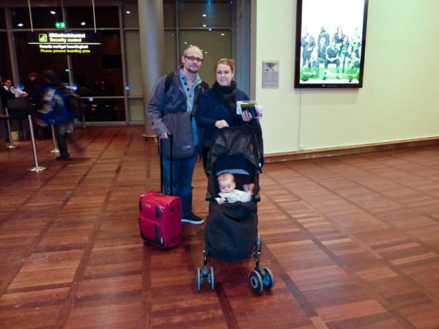 Allt har ett slut. Lena, Jakob och Olivia är tvugna att åka hem till Australien igen. Vi var där och vinkade av dom.