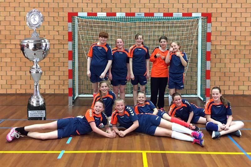schoolhandbal, eerste prijs, st henricus, meisjes