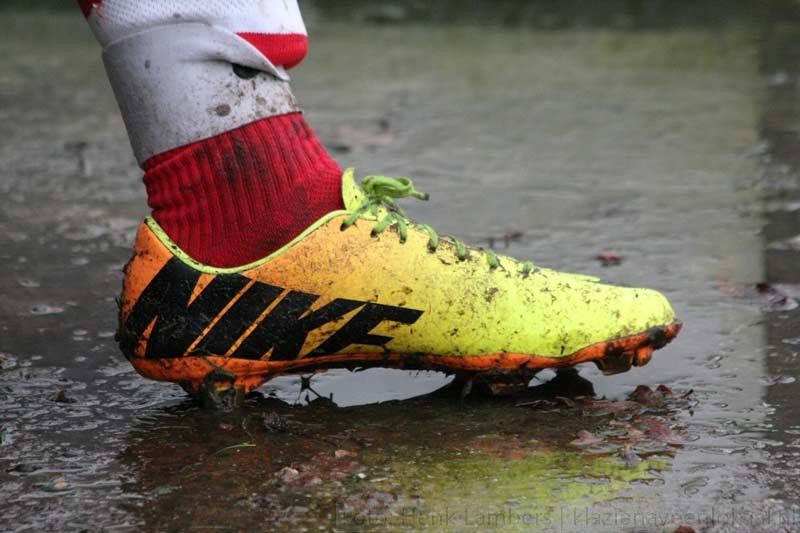 voetbalschoen-modder