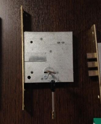 Kλειδαριά ξύλινης πόρτας CISA 57028-60bb