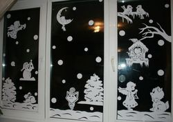 Opsi daripada Anda dapat menempel stensil dari kertas di jendela