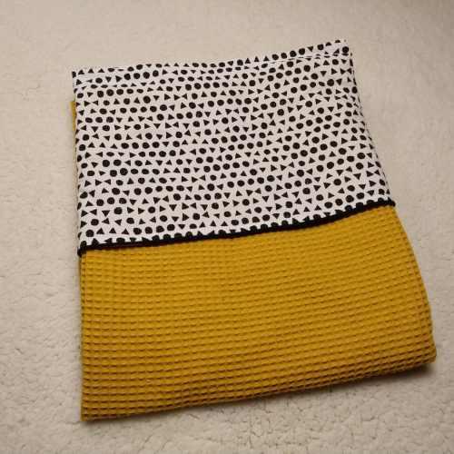 wafel oker geel ledikant deken katoen wit zwarte stippen triangel