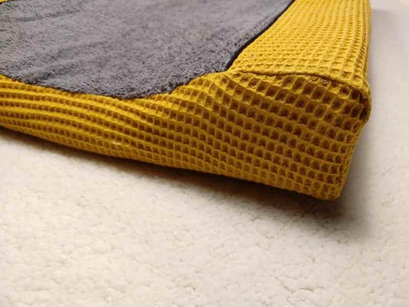 wafel oker geel aankleedkussenhoes badstof grijs