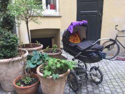 Een kinderwagen is net een fiets: er past er altijd nog wel eentje ergens tussen