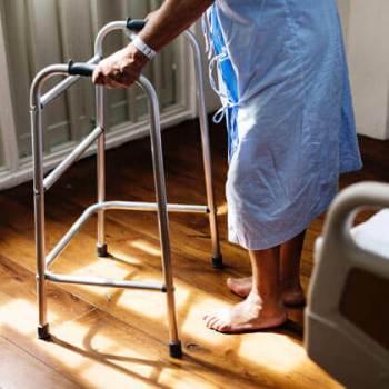 alte-person-behandlung