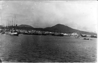 Hafen von Las Palmas mit Kreuzer Hamburg