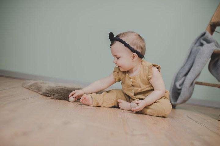 Babyfotos Outfit Idee  Heilbronn Ludwigsburg Hohenlohe  Romper Senf Knöpfe Mädchen kleiner Nordfuchs