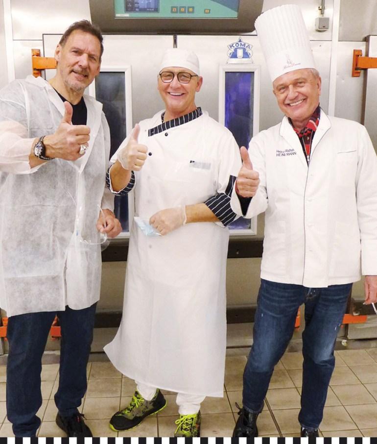 Schauspieler Ralf Moeller mit Detlef Frentzen und Heinz-Richard Heinemann von der Konditorei