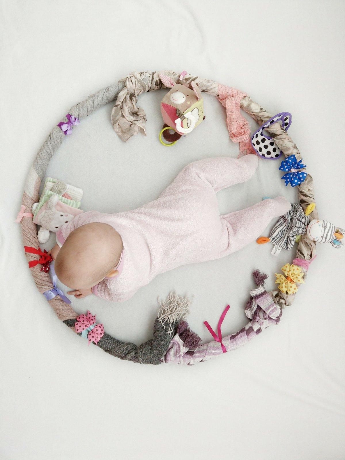 Tolle Beschäftigungsmöglichkeit für euer Baby. Fördert Feinmotorik, Sensorik und macht großen Spaß. Auch als Geschenk für Baby's
