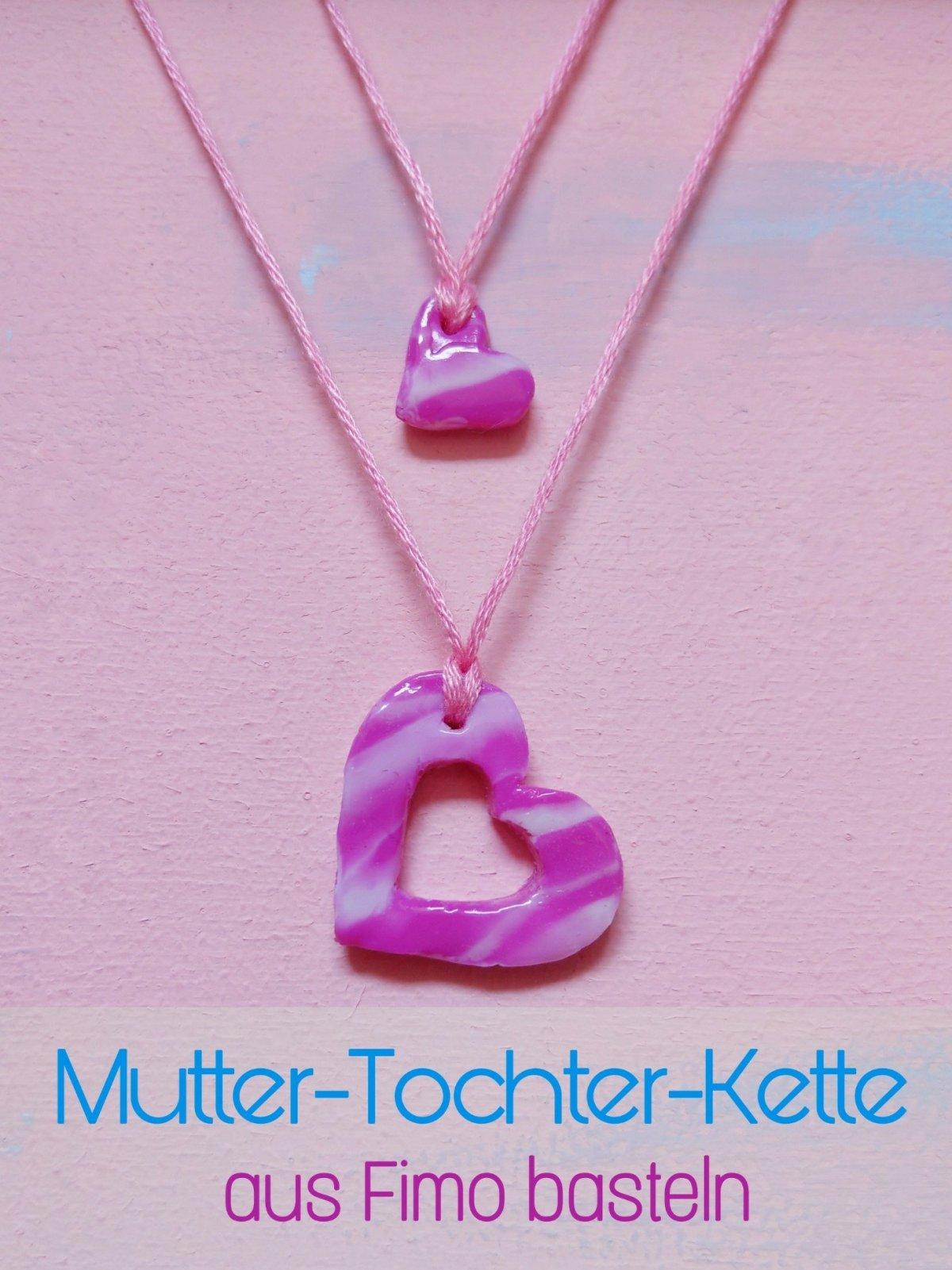 Toller Schmuck für Kind und Mama aus Fimo. Zwei niedliche Herzanhänger, die ineinander passen. Einfaches und schnelles DIY. Schönes Geschenk für Mama und Tochter.