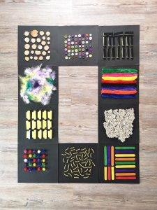 Tolle DIY Sensorik Matten für Kinder einfach selber machen. Eine tolle Beschäftigungsmöglichkeit für Kindergartenkinder